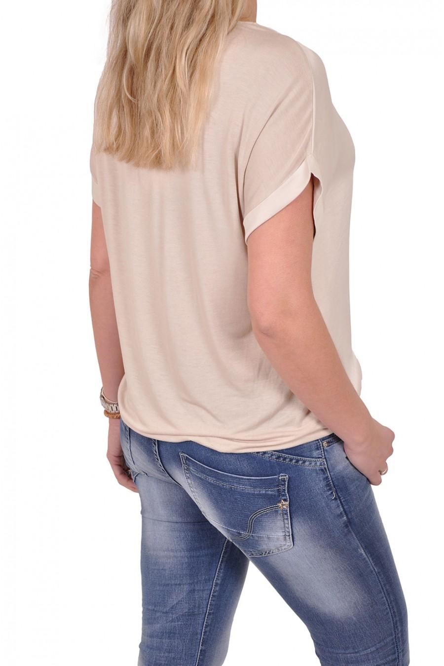Silk touch top met fijne bladprint zand Gemma Ricceri